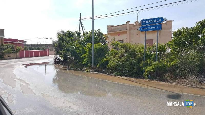 marsala perdita di acqua in strada da un tombino (1)