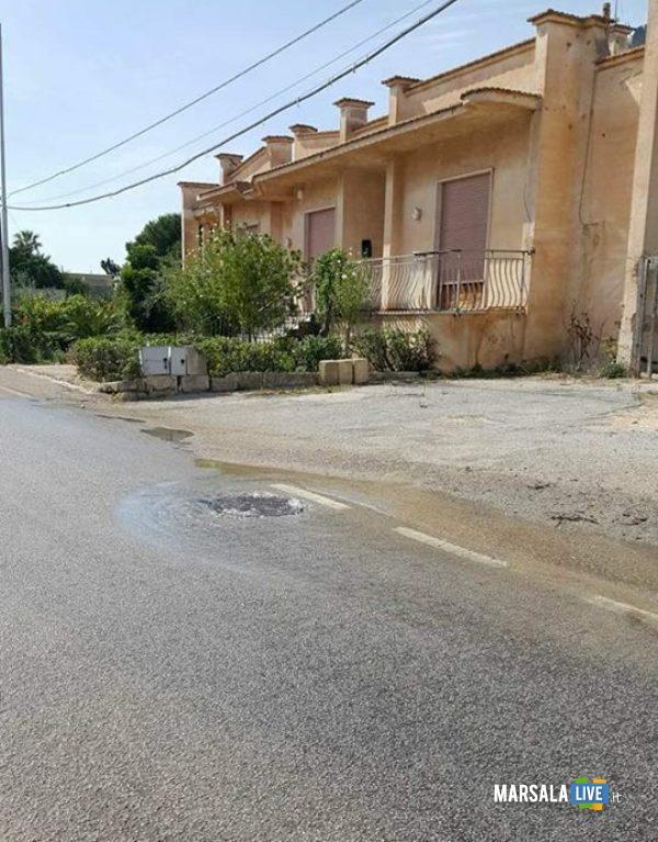marsala perdita di acqua in strada da un tombino (2)