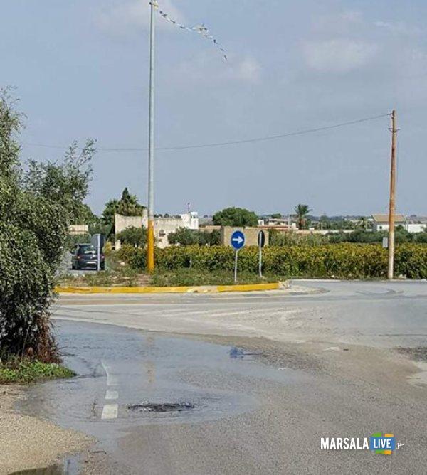 marsala perdita di acqua in strada da un tombino (3)