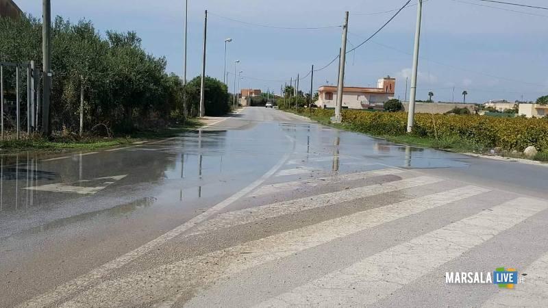 marsala perdita di acqua in strada da un tombino (4)