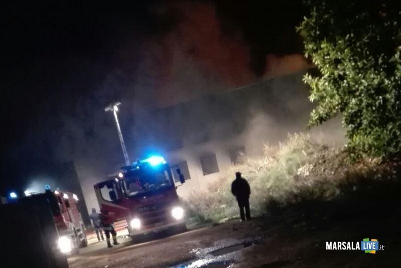 incendio capannone governale petrosino (1)