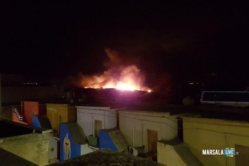 incendio capannone governale petrosino (2)