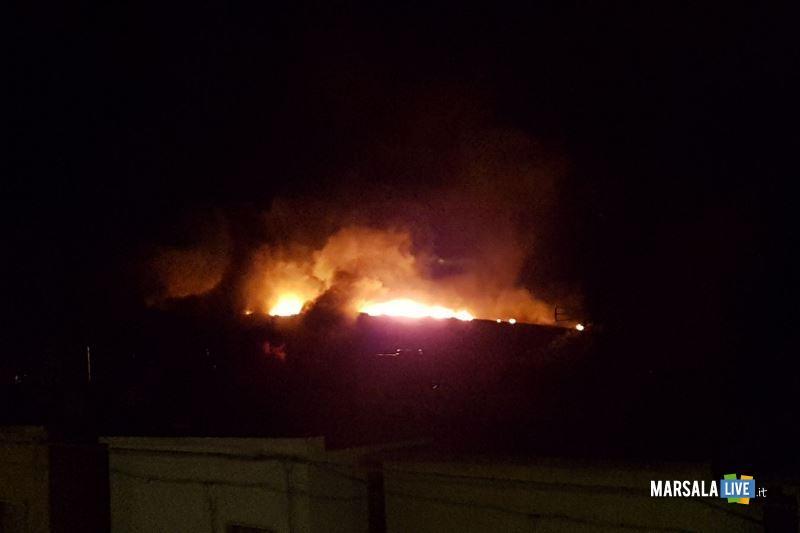 incendio capannone governale petrosino (3)