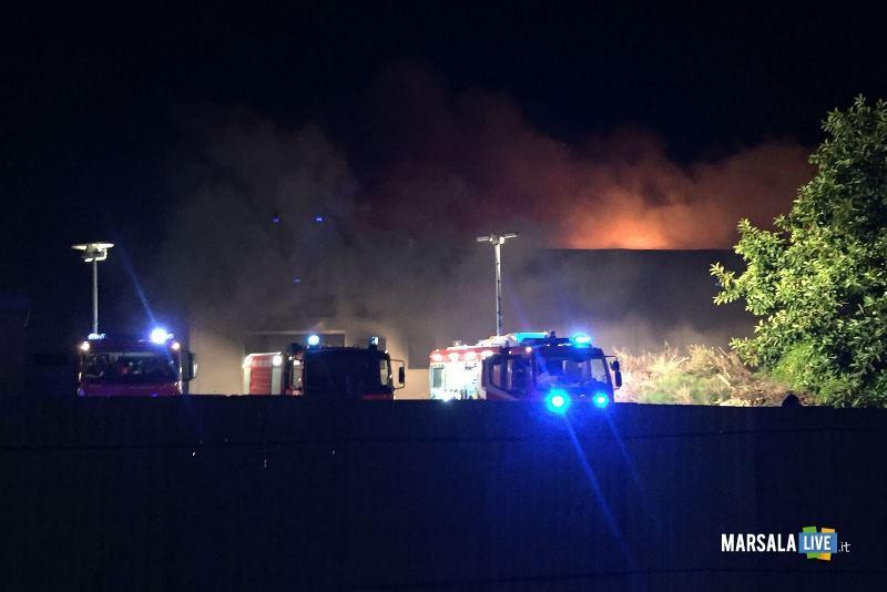 incendio capannone governale petrosino (5)