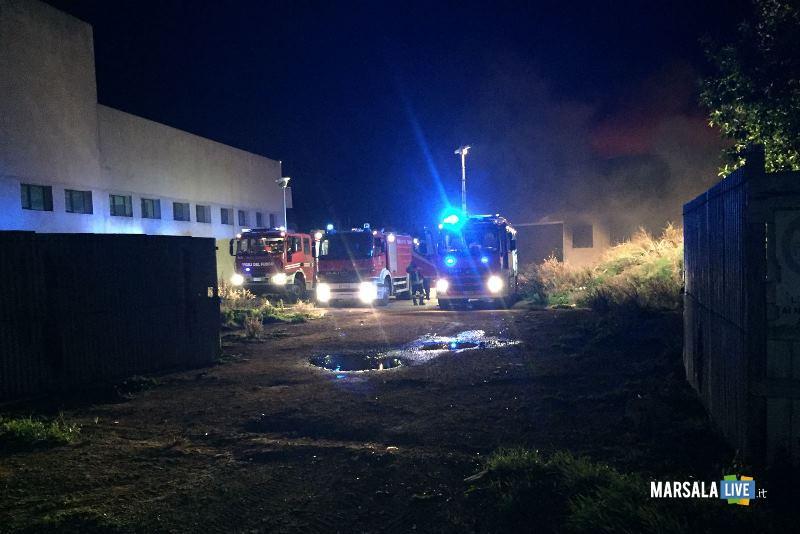incendio capannone governale petrosino (6)