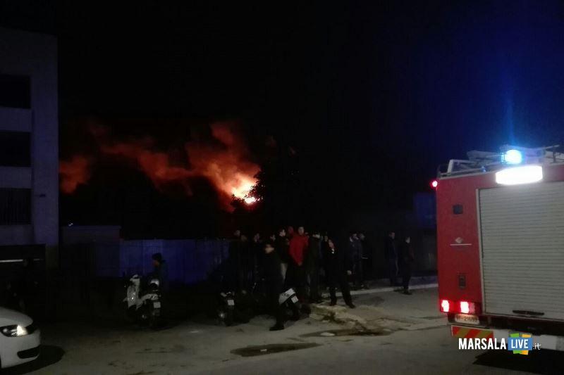 incendio capannone governale petrosino (9)