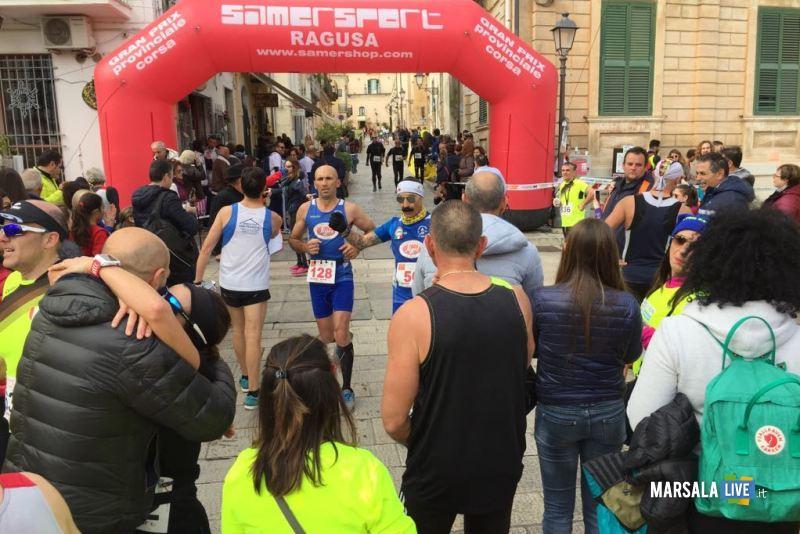 Atl. - Maratona di Ragusa - l'arrivo di Paladino e D'Errico