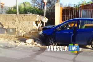Marsala incidente via Trapani automobilista contro un muretto