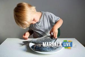 mangiare-pesci-bambini