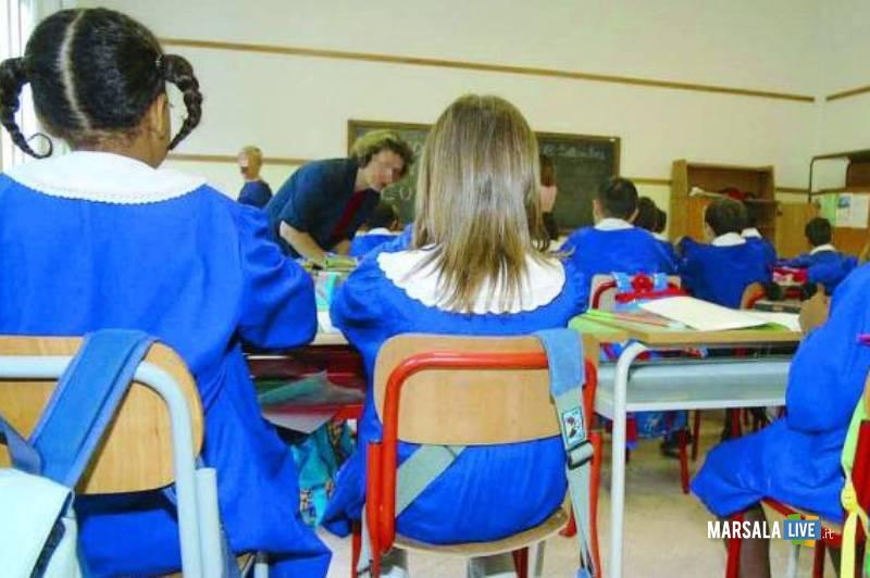 banchi_scuola_bambini_elementare_alunni_maestra