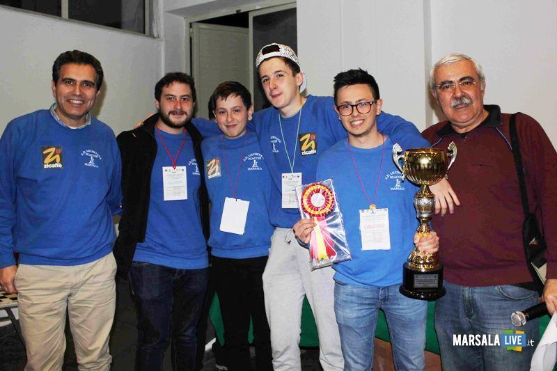 La squadra vincitrice del campionato di Serie C insieme al Presidente Carlo pipitone e all'organizzatore Antonio Maestri