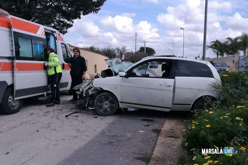 Marsala incidente contrada Ventrischi auto contro un muro (2)