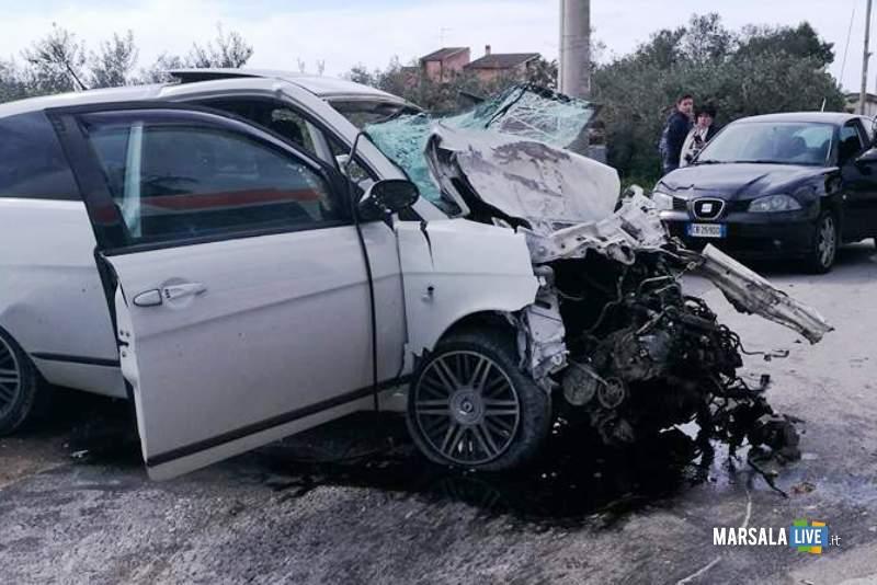 Marsala incidente contrada Ventrischi auto contro un muro (3)