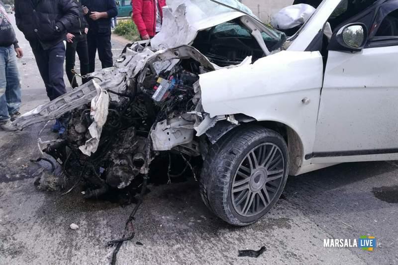 Marsala incidente contrada Ventrischi auto contro un muro (4)