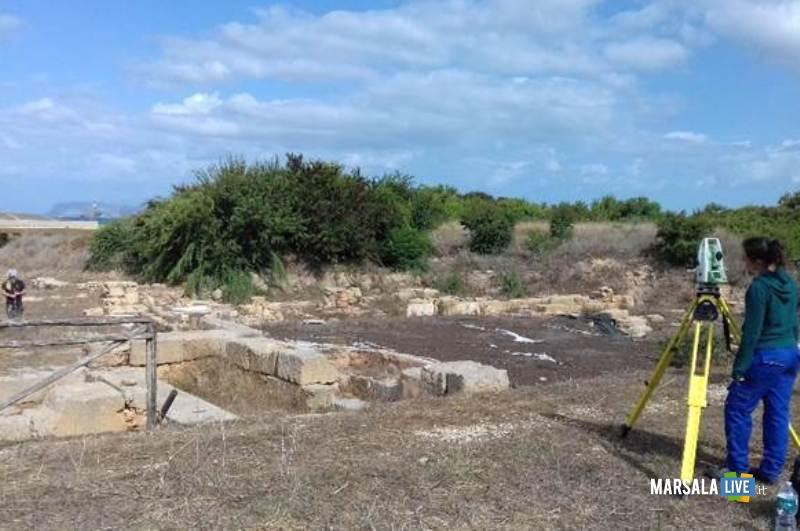 Una fase del rilievo archeologico - Insulae di Capo Boeo