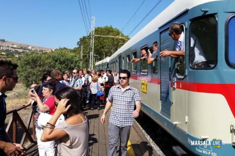 treno-storico-mandorlo-in-fiore