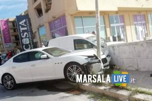 Marsala, una Maserati contro un palo in via Mazara (2)