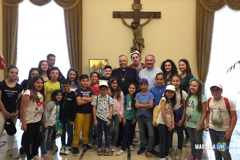 foto di gruppo con il cardinale Montenegro