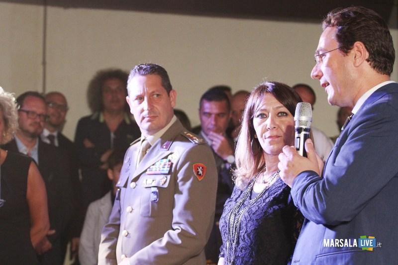 da sx il colonnello piccirillo, la sindaco toscano e il dirigente scolastico Ing. Marchese