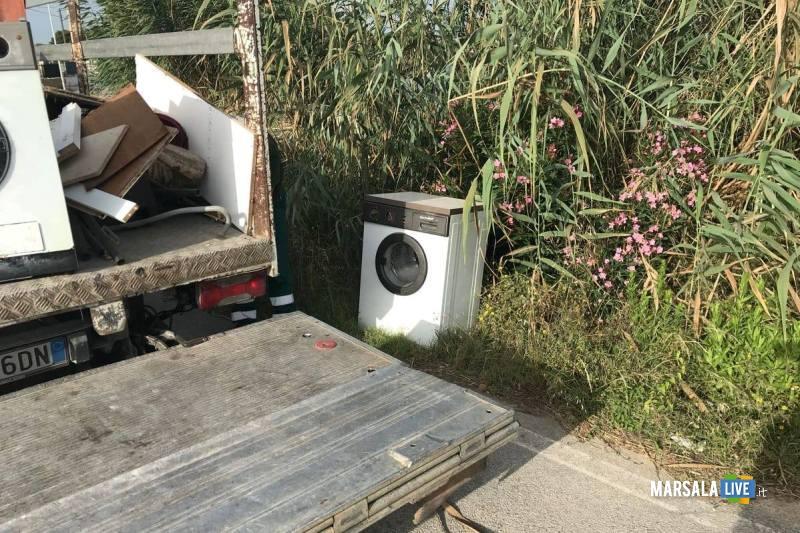 Marsala, Riserva naturale Stagnone, rimosso elettrodomestico abbandonato