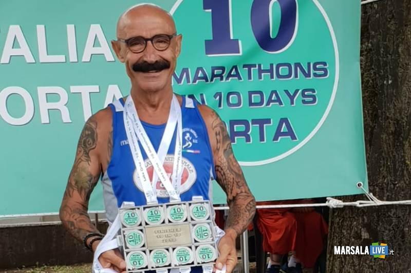 - Atl. - Michele D'Errico al termine delle dieci maratone del lago d'Orta