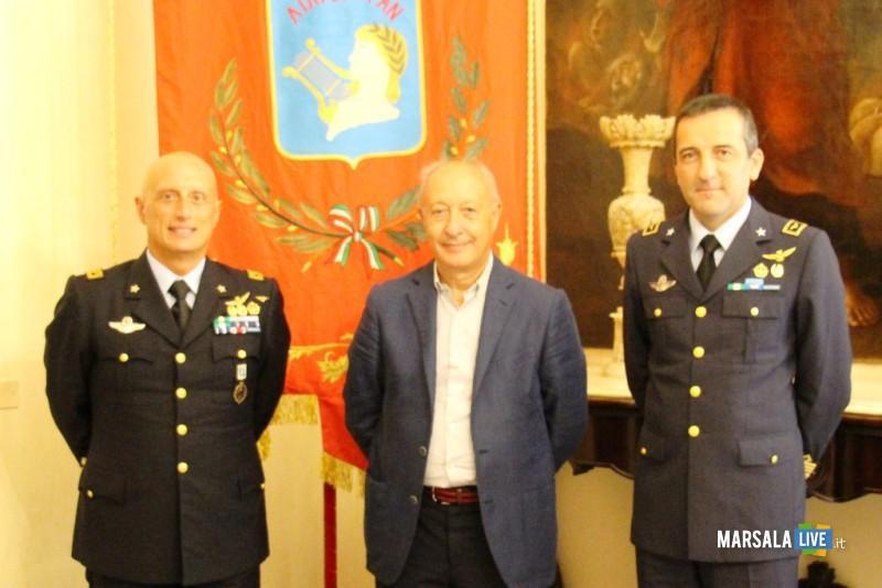 Colonnello Ferrara saluta Marsala