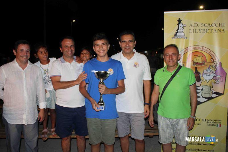 Il vincitore premiato dal VuiceSindaco Ingianni (1° a sx)