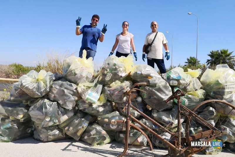 Marsala - 3 Consiglieri comunali pulito nuova piazza incompiuta Strasatti (2)