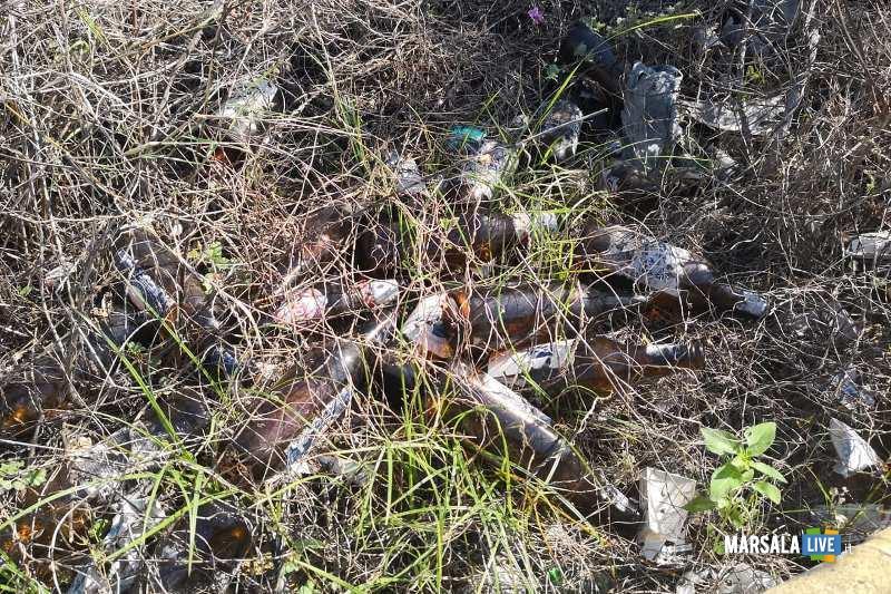 Marsala - 3 Consiglieri comunali pulito nuova piazza incompiuta Strasatti (3)