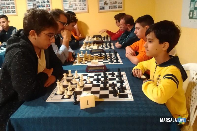 Fase di gioco tra il vincitore Giuseppe Salvato( a destra) e il secondo classificato Giovan Battista Landolina ( a sinistra) (1)