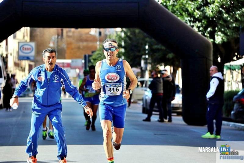 - Atl. - Filippo Struppa che incita Ignazio Cammarata sul finale della mezzamaratona di Ribera