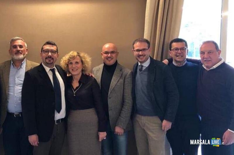 Fanny Montalto con Igor Gelarda, il secondo da sinistra, ad un incontro del nuovo circolo della Lega di Marsala