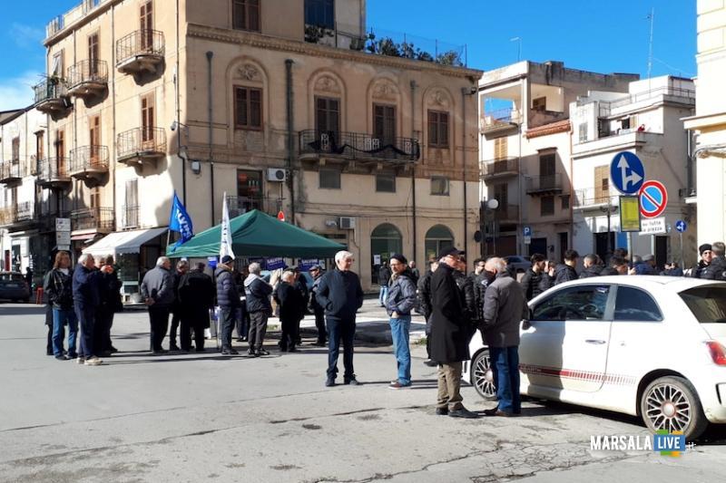Il gazebo della Lega in piazza Duomo a Partinico dove è avvenuta l'aggressione