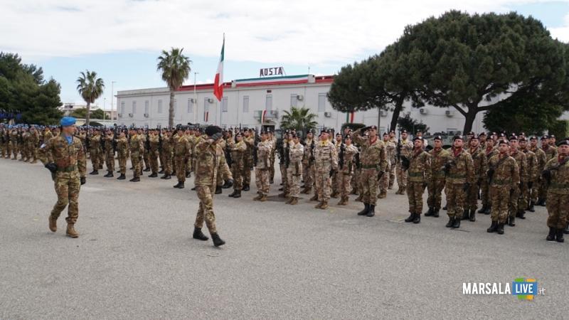I generali Polli e Pisciotta passano in rassegna lo schieramento