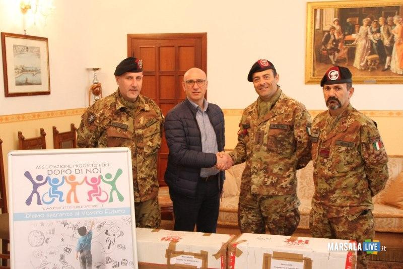 il colonnello Massimo Di Pietro con il Sig. Antonino Nocitra ASS DOPODINOI,
