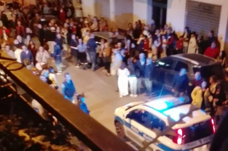 auto-su-folla-processione-ad-alcamo