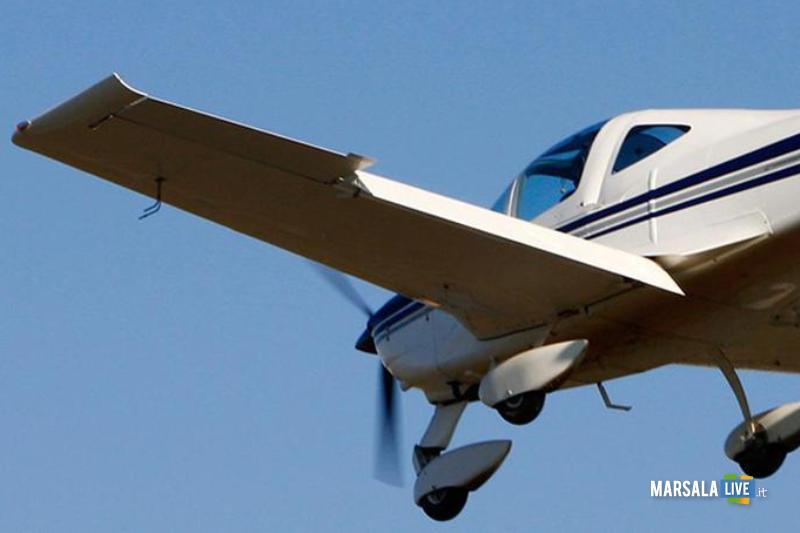 Un ultraleggero in volo (archivio)