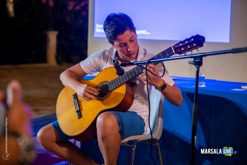 Carlo Foggia che ha suonato alla chitarra