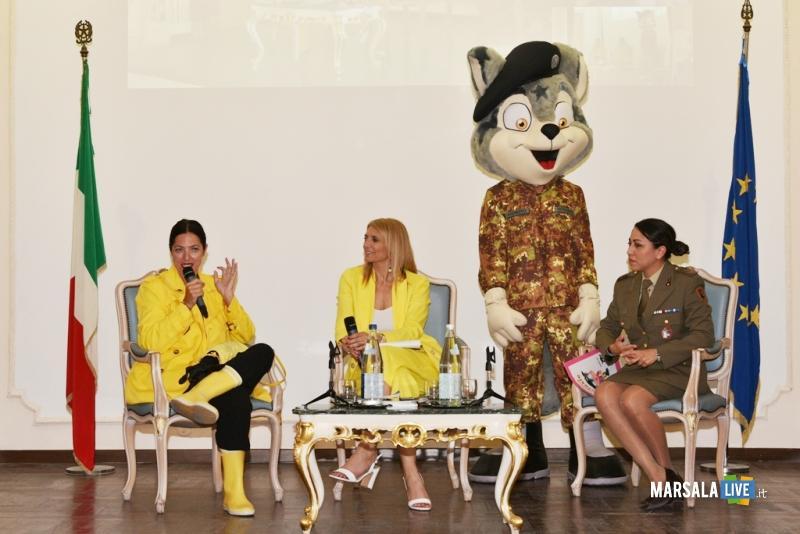 Intervento di Stefania Petyx e la caporal maggiore scelto Valeria Galizzi