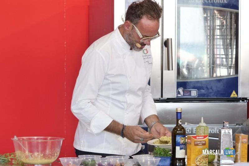 Lo chef Luigi Pomata che interpreta il cous cous
