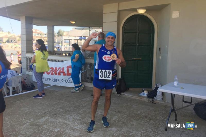 - Atl. - Roberto Angileri davanti alla casa del commissario Montalbano