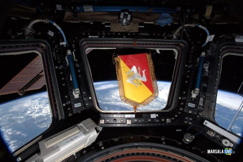 Gagliardetto Regione su stazione spaziale_Parmitano