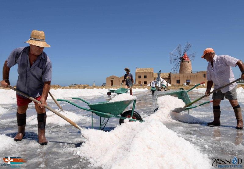 I Salinari e la lavorazione del sale dello Stagnone di Marsala (1)