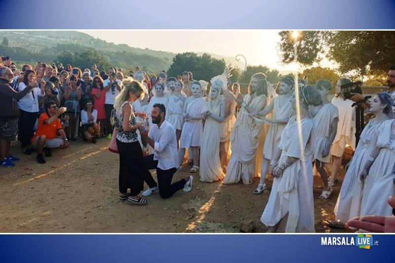 Proposta di matrimonio all'alba nella Valle dei templi