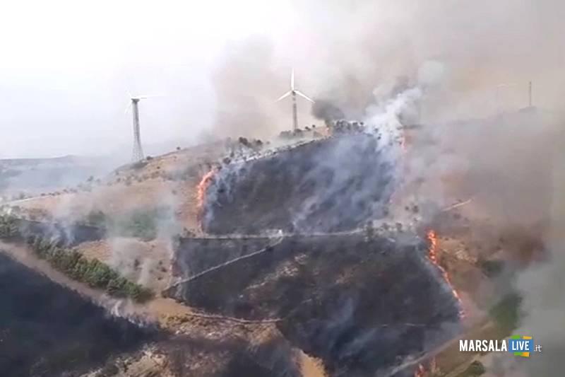Salemi, vasto incendio