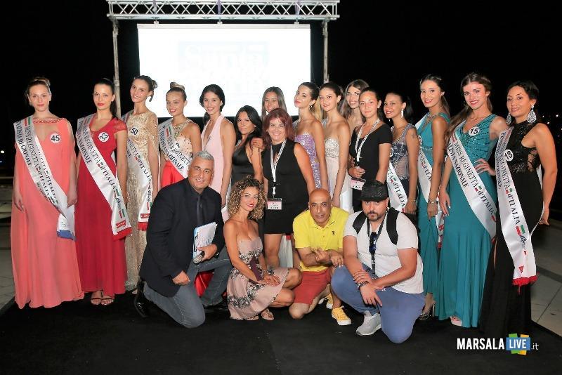le 12 finaliste con Martina Iemolo e lo staff
