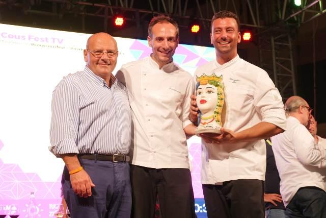 Giuseppe Peraino sindaco di San Vito con i due chef vincitori