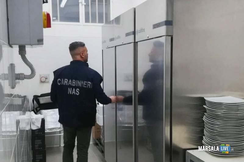i carabinieri del Nas eseguono controlli