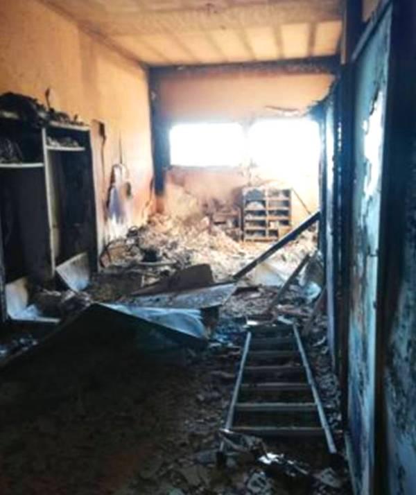 A fuoco l'Istituto per Geometri di Petrosino.