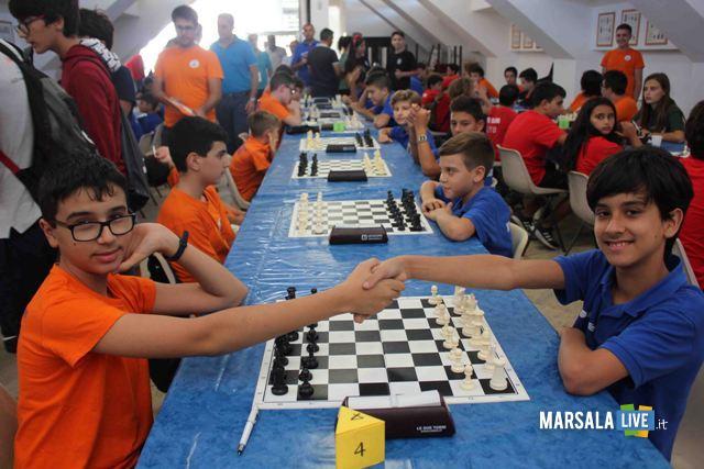 La sfida tra il campione italiano U12 Vittorio Cinà (di Palermo a sx) ed il ViceCampione italiano U12 Giuseppe Salvato (a dx) risoltasi in favore di quest'ultimo